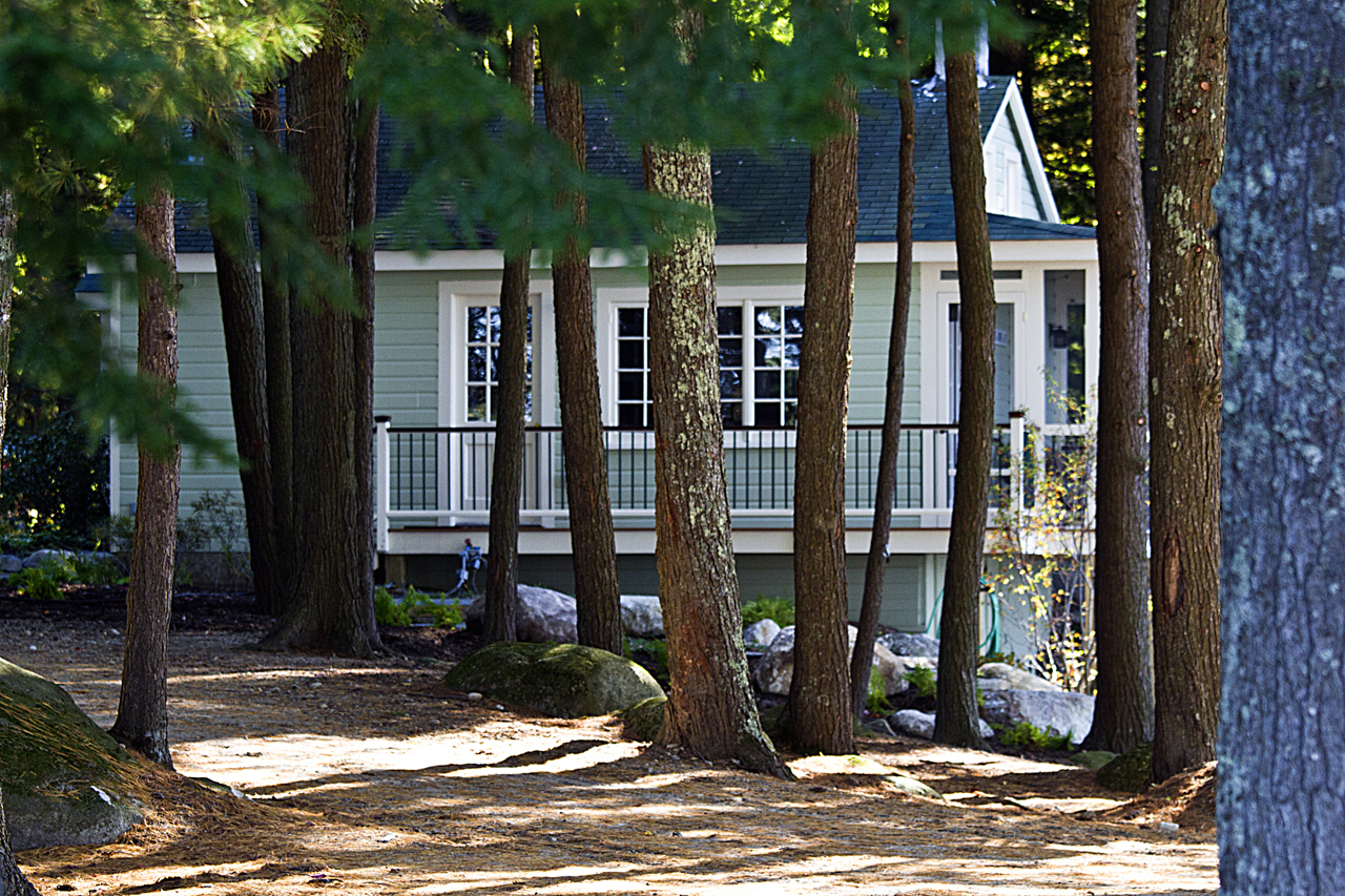 Award-winning cottage on Pleasant Lake, NH