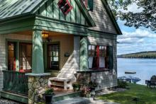 Lakeside Maine Cottage: Photo by Rob Karosis Photography