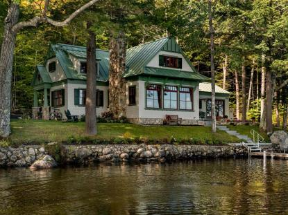 Honor Award: Lakeside Maine Cottage, Bridgton, ME. Photo: Rob Karosis Photography